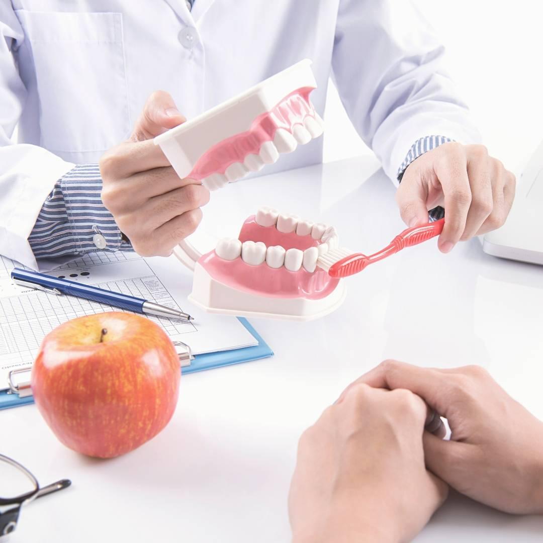 Профессиональная чистка зубов и полости рта у стоматолога в Тольятти