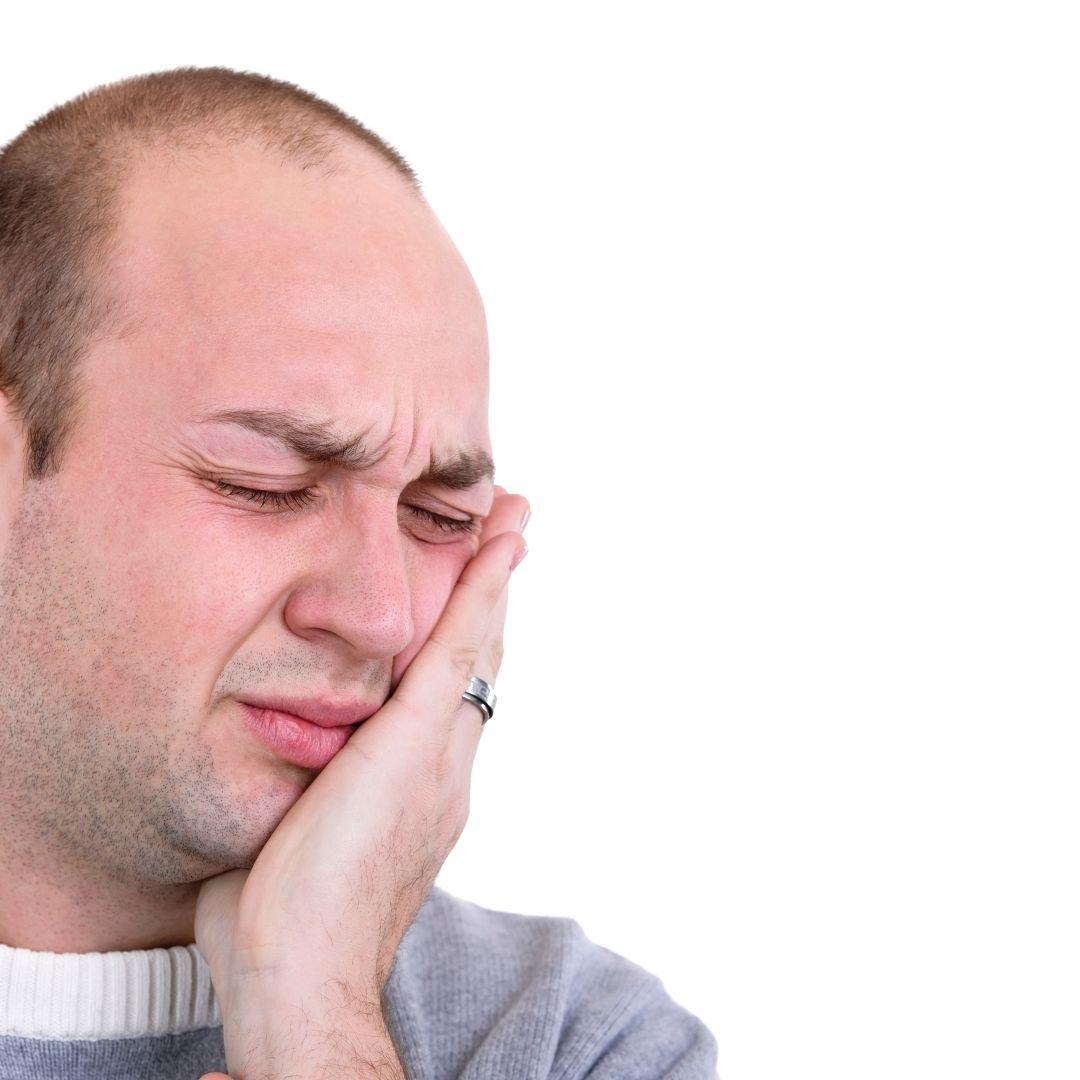 Установили брекеты и все болит?